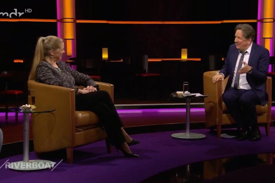 """Unter """"Wetterfröschen"""": RTL-Moderatorin Maxi Biewer (57) war am Freitagabend zu Gast im MDR-Riverboat und sprach mit Moderator Jörg Kachelmann (62)."""