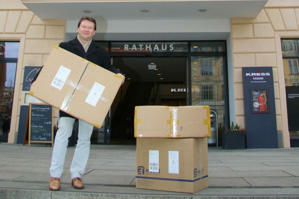 Sven Dietrich, Beauftragter für Städtepartnerschaften, schickte im Februar drei Hilfspakete nach China. Jetzt kommt die Unterstützung zurück.