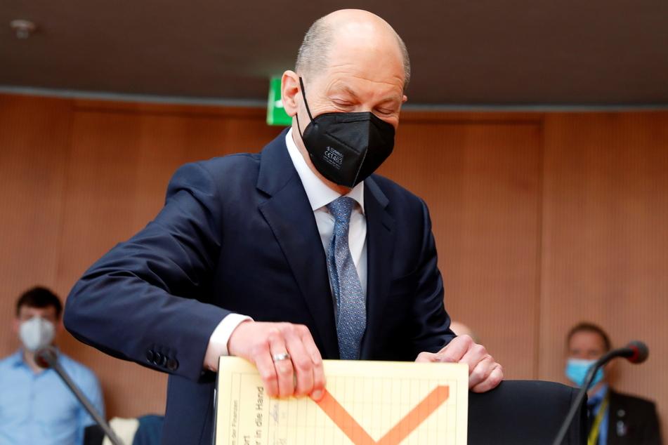 Bundesfinanzminister Olaf Scholz (62, SPD) kommt zur Sitzung des Untersuchungsausschusses zum Bilanzskandal Wirecard im Deutschen Bundestag.