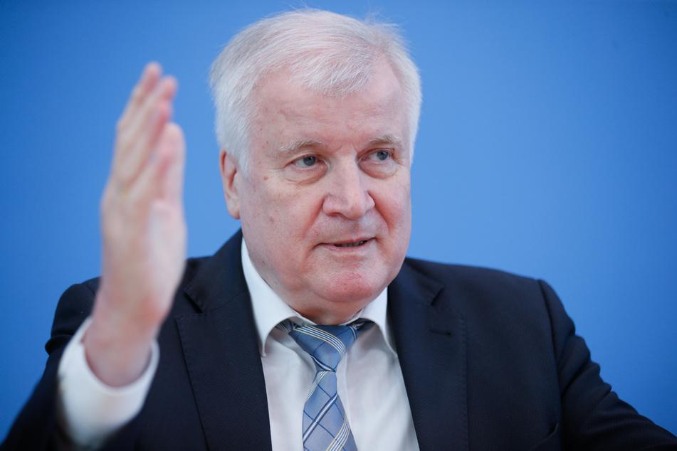 Bundesinnenminister Horst Seehofer (CSU) hat sich für eine Verlängerung der Sonderregelung zur Einreise von Saisonarbeitern für die Landwirtschaft ausgesprochen.