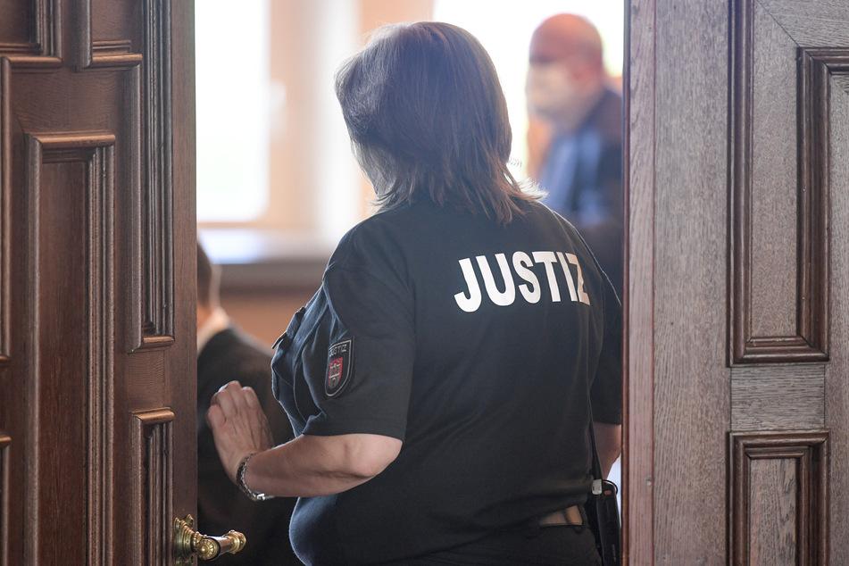 37-Jährige steht wegen Mordes an Rentner vor Gericht