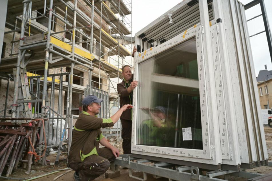 Die ersten neuen Fenster sind schon eingetroffen.