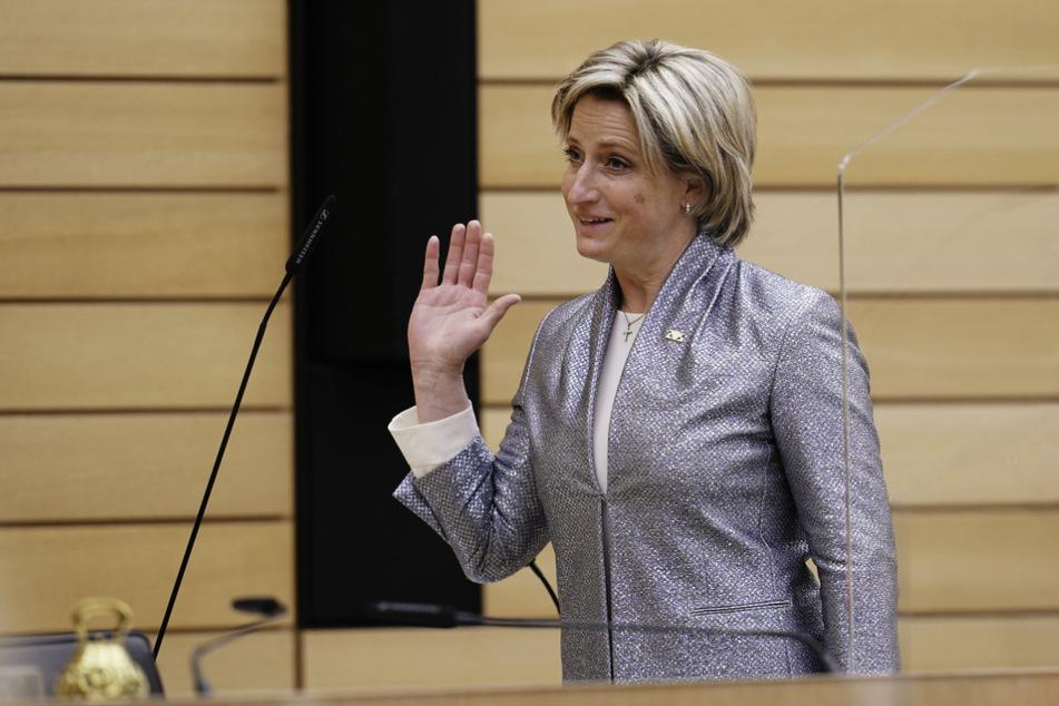 Wirtschaftsministerin Nicole Hoffmeister-Kraut (48, CDU) schätzt, dass Baden-Württemberg zum Jahreswechsel das Vor-Corona-Niveau wieder erreicht haben könnte.