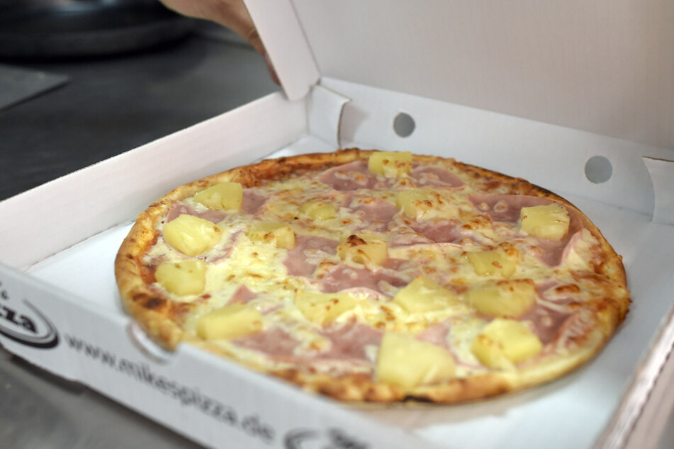 Hunger auf mehr: Einbrecher klauen Geld und Wurst aus Pizzeria