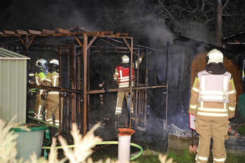 Die Cotta Laube brannte komplett aus.