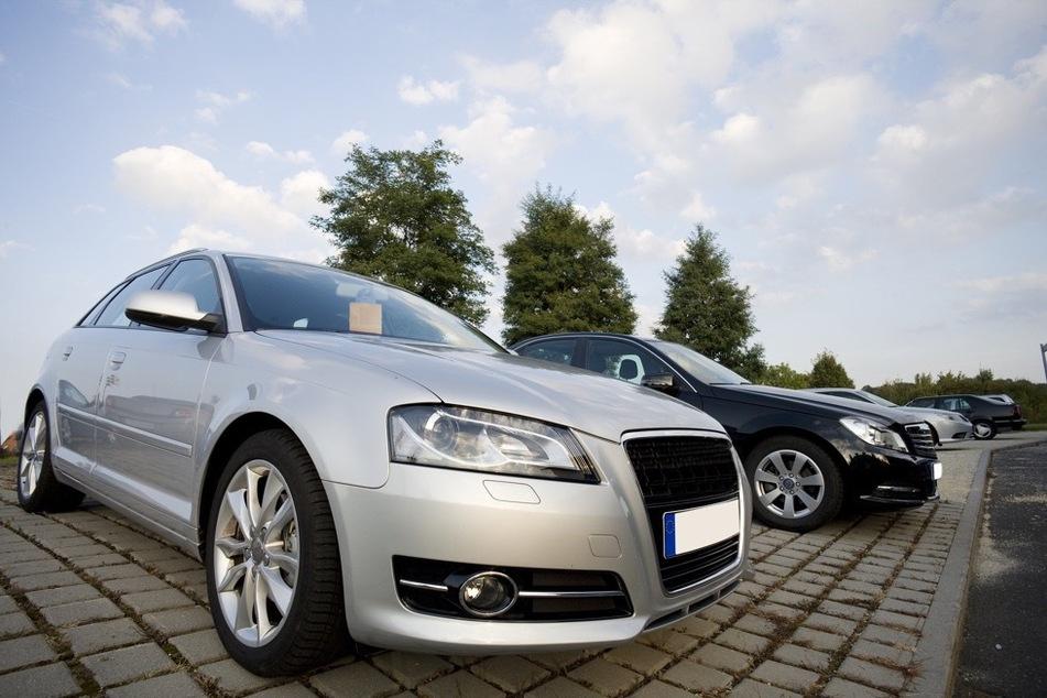Wer ein neues Auto kaufen möchte, sollte diesen Zweck beim Kreditantrag angeben. Umso günstiger wird dann der Kredit.
