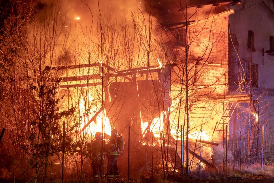Der Anbau stand komplett in Flammen.