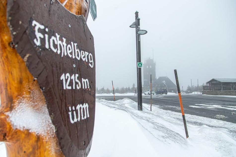 Auf dem Fichtelberg tobte am Samstagvormittag ein Schneesturm mit fast 100 km/h.