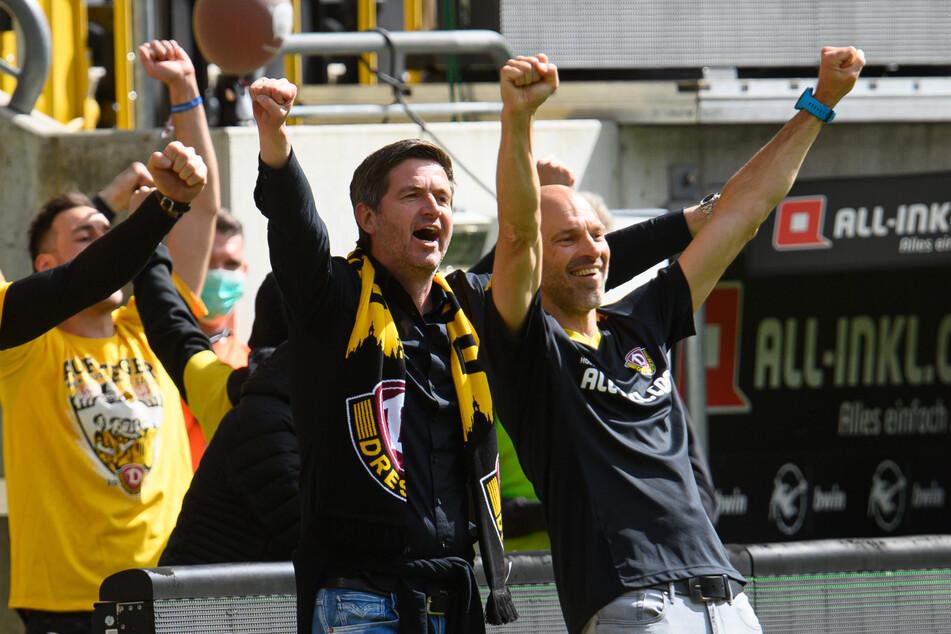 Dynamo-Sportgeschäftsführer Ralf Becker (50, M) freut sich nicht nur über den Aufstieg, sondern auch über die Verlängerung mit Local-Player Justin Löwe.