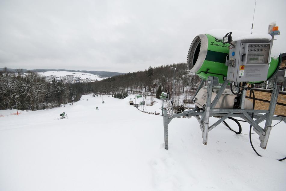 Auf den Ski-Hang in Augustusburg dürfen in dieser Saison nur Jörg Hammer (56) und seine Mitarbeiter.