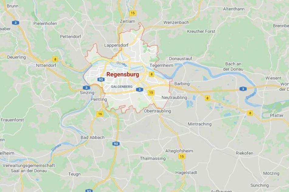 Beim Versuch, einen Streit in einer Asylbewerberunterkunft in Regensburg zu schlichten, ist ein Polizist angegriffen worden.