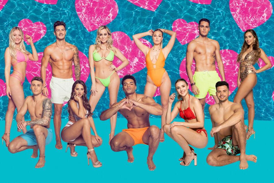 Diese Singles wollen die große Liebe finden, v.l.n.r.: Emilia (21), Fynn (23), Adriano (26), Livia (27), Nicole (29), Amandu (25), Kathi (21), Greta (21), Breno (21), Dennis (27) und Bianca (23)