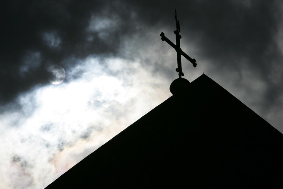 Die evangelische Kirche empfiehlt das Tragen einer FFP2-Maske bei der Messe. (Symbolbild)