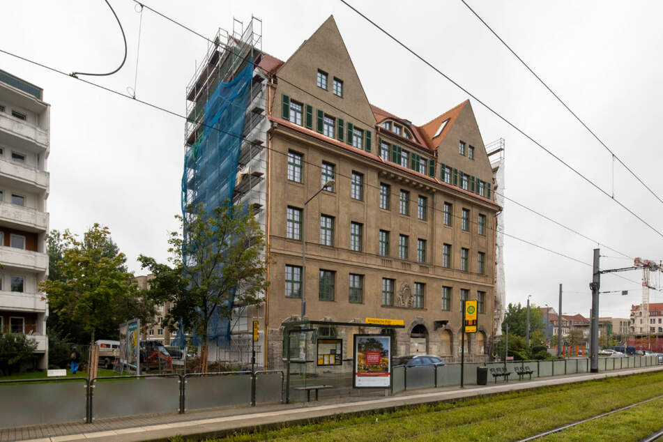 Die Sanierung des Erlwein-Hauses an der Löbtauer Straße biegt allmählich auf die Zielgrade ein.
