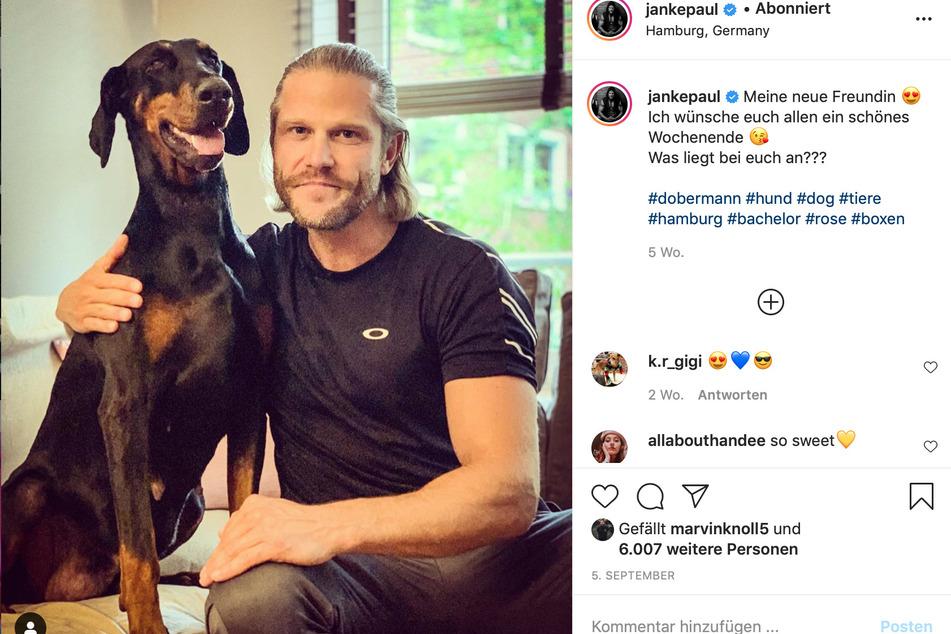 """Paul Janke (39) mit seiner neuen """"Freundin""""."""