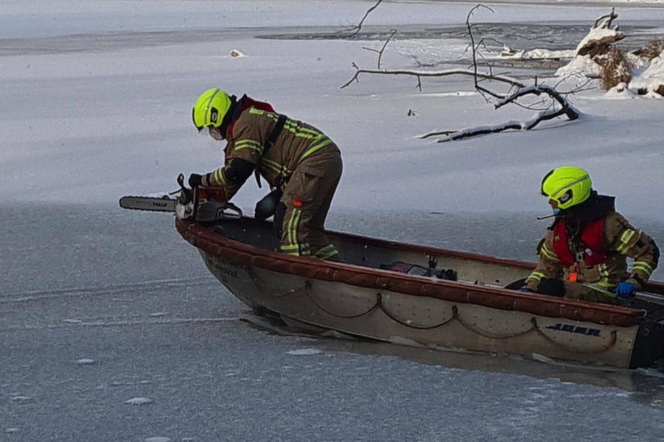 Auch von einem Boot aus suchte die Feuerwehr nach dem Vermissten.