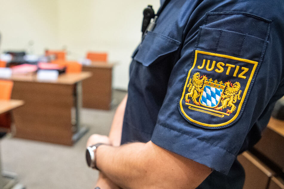 Das Landgericht München I hat einen Mann wegen Vergewaltigung und Körperverletzung zu einer Haftstrafe verurteilt. (Symbolbild)