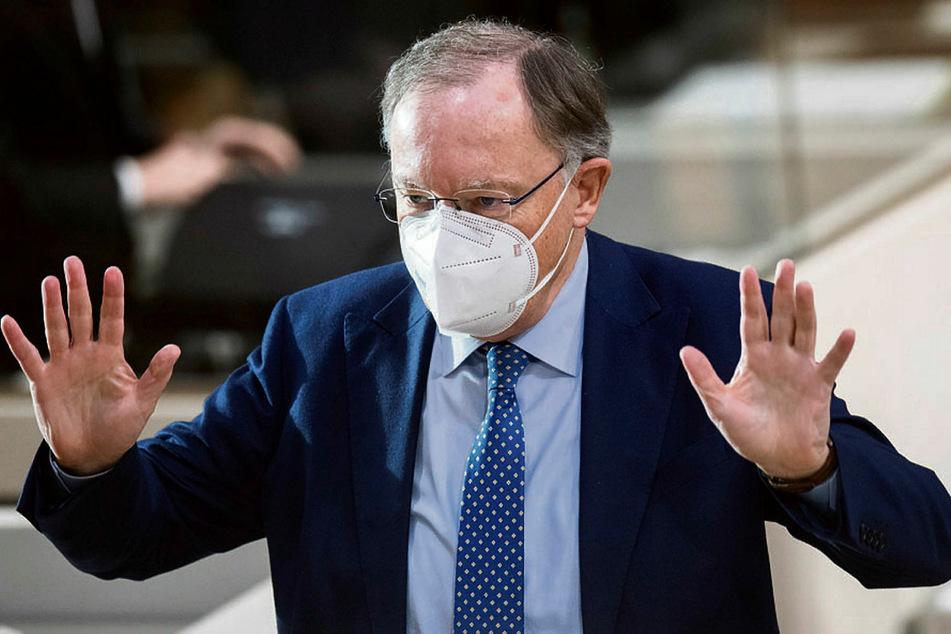 Der Bund müsse klare Wege aufzeigen, wie die Impfstoff-Produktion beschleunigt werden könne, forderte Niedersachsens Ministerpräsident Stephan Weil (62, SPD).