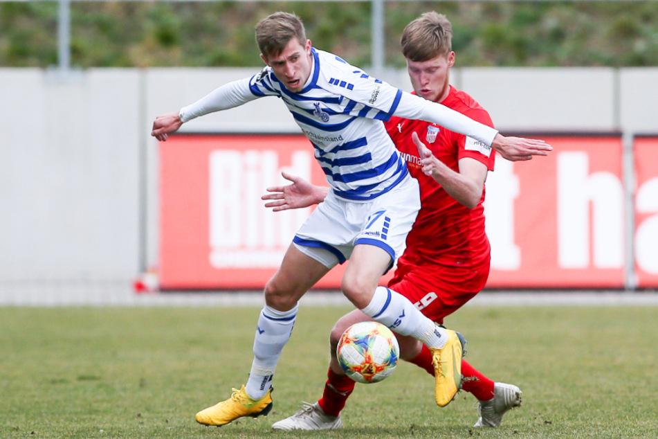 Das direkte Duell des MSV Duisburg, hier mit Arne Sicker (l.), und des FSV Zwickau um Gerrit Wegkamp, liegt einige Monate zurück. Doch für beide Vereine geht es am letzten Spieltag noch um viel.
