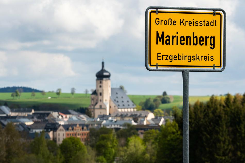 Wer in den kommenden Wochen nach Marienberg oder Richtung Grenze will, sollte mehr Zeit einplanen, denn die B174/Ortsumgehung wird bis Mitte September saniert.