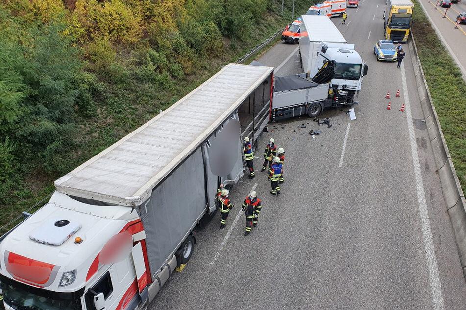Laster krachen auf A6 ineinander: Autobahn voll gesperrt