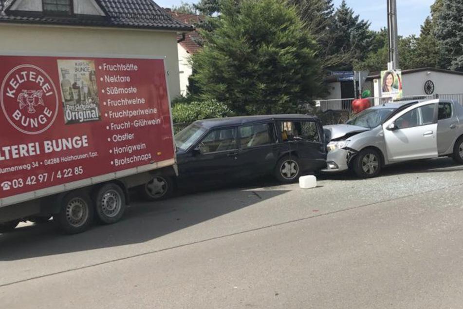 Frau schrottet geparkten Volvo und wird verletzt: War eine Fliege schuld am Crash?