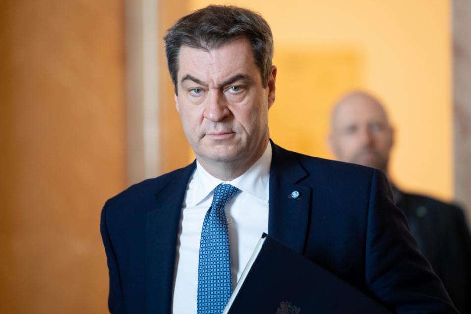 Markus Söder (CSU), Ministerpräsident von Bayern, kommt zu einer Plenarsitzung in den bayerischen Landtag.