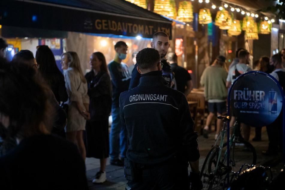 "Berlin: Coronavirus: Berliner Senat berät über Hygieneregeln in Kneipen und die ""Heldenprämie"""