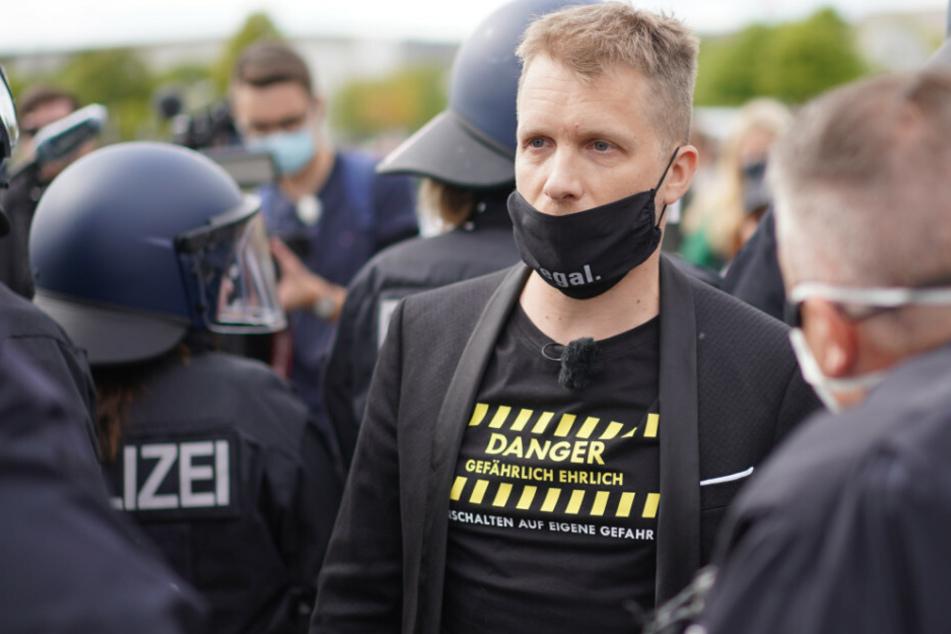 Hunderte bei Hildmann-Demo gegen Corona-Maßnahmen: Olli Pocher von Polizei abgeführt!