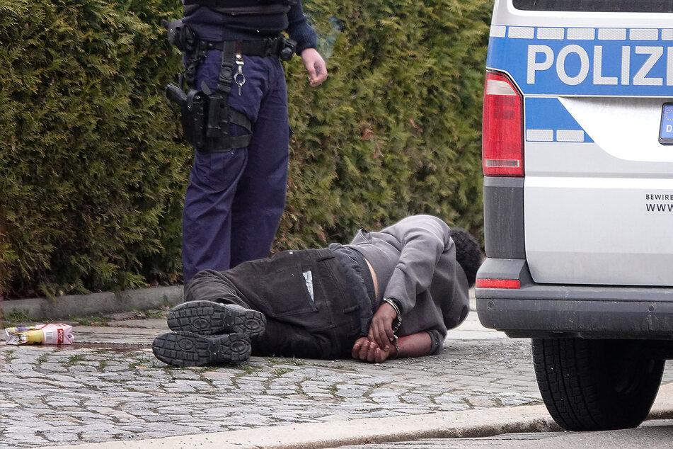Ein Mann (32) wurde am Mittwochabend von der Chemnitzer Polizei vorläufig festgenommen. Er versuchte in eine fremde Wohnung zu gelangen.
