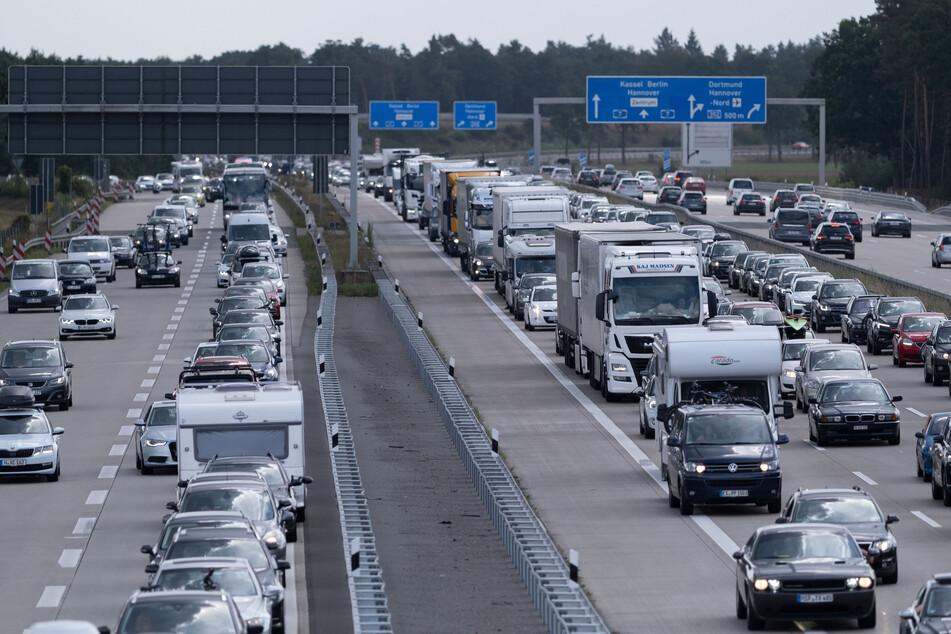 Am Wochenende kommt es auf den Autobahnen im Norden teilweise zu kilometerlangen Staus. (Symbolfoto)