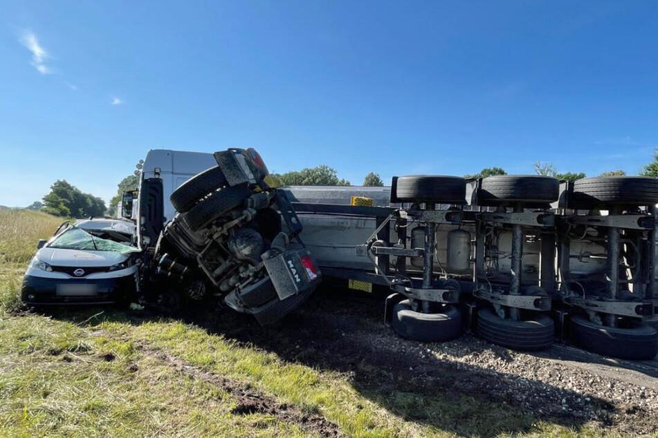 Der Fahrer des Kleintransporters verstarb noch an der Unfallstelle.
