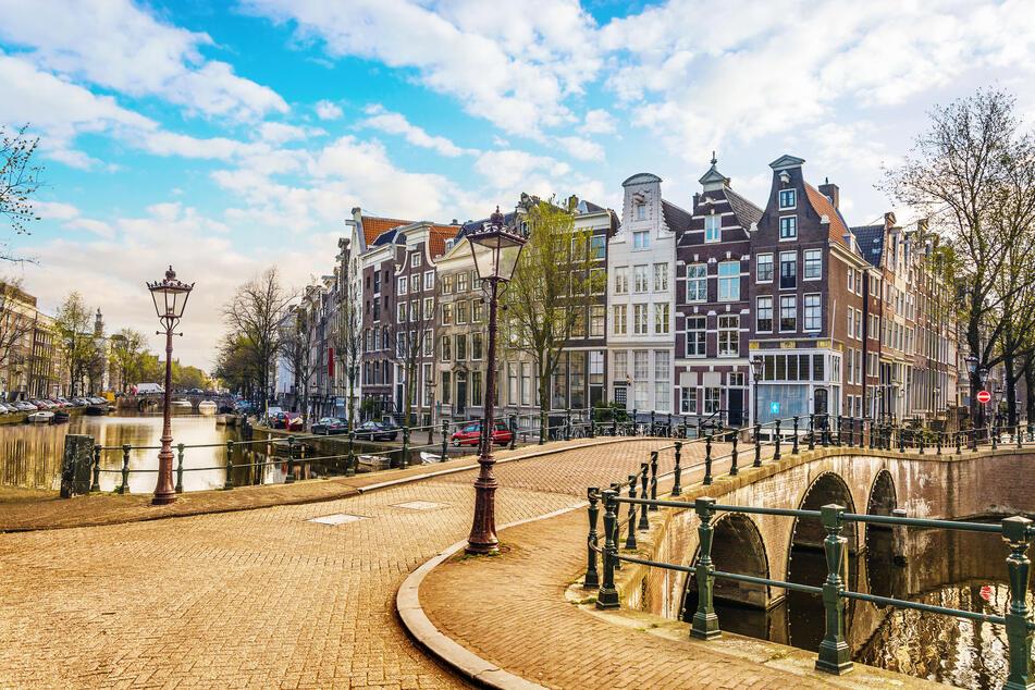 Immer eine Reise wert! Der Nachtzug Regiojet fährt von Prag über Dresden und Berlin ins schöne Amsterdam.