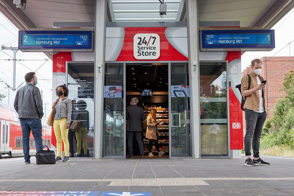 Der digitalisierte Shop wurde auf einem Bahnsteig in Ahrensburg eröffnet.