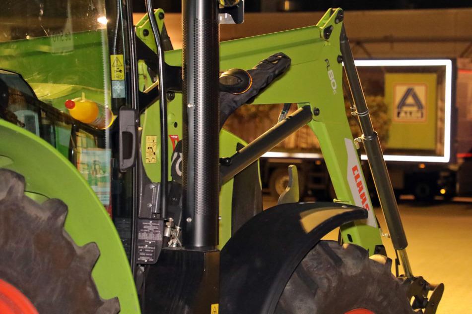Spontaner Bauernprotest: Traktoren blockieren Aldi-Großlager