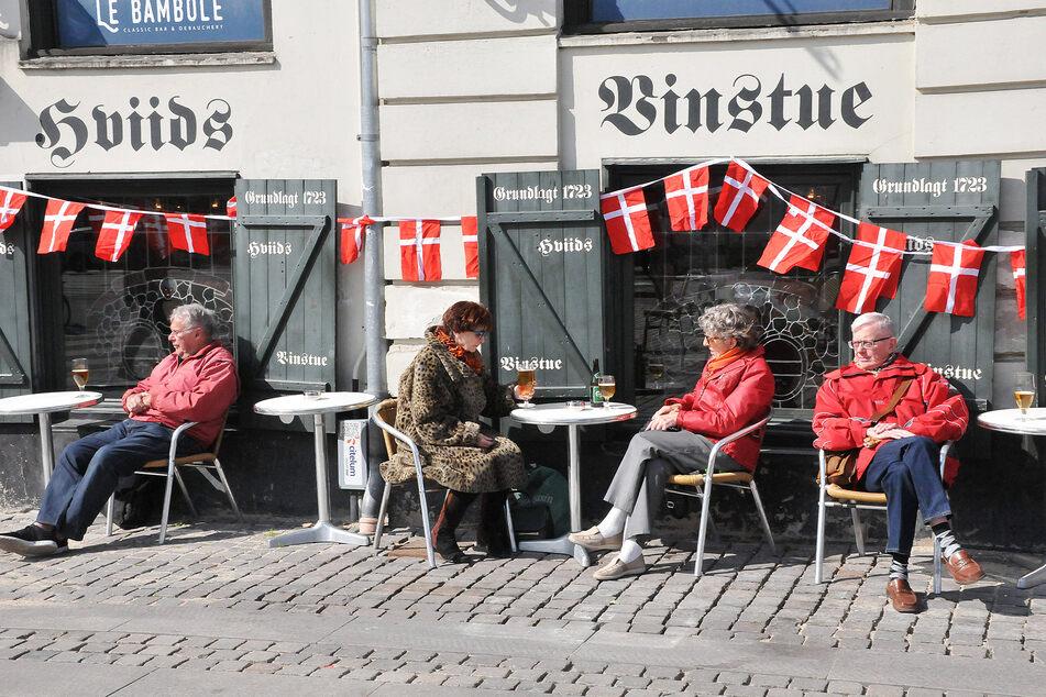 Auch in Dänemark kann man sein Bier wieder außerhalb genießen.