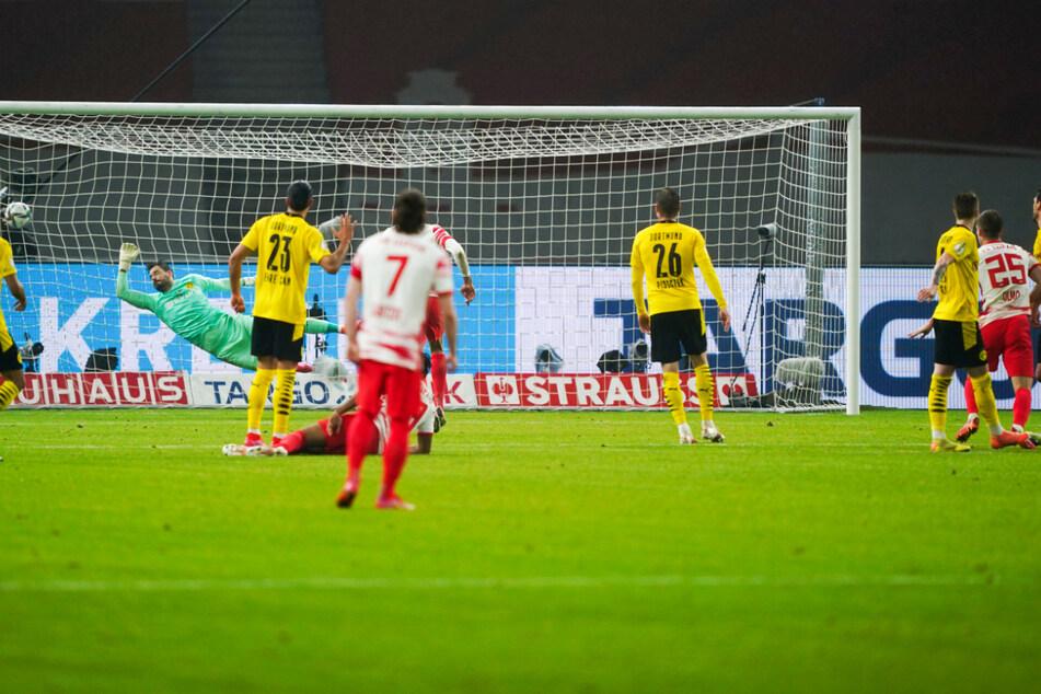 Der verdiente Anschluss: Dani Olmo (r.) trifft zum 1:3 aus Leipziger Sicht.