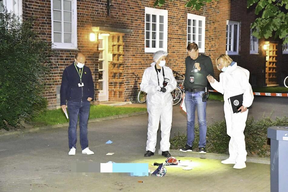 Die Polizei sichert Spuren am Tatort.