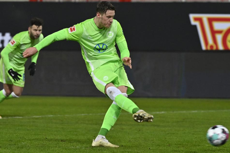Wout Weghorst erzielt per Strafstoß den 2:2-Endstand.