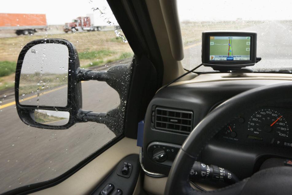 Ein Navigationsgerät hat einen Lkw-Fahrer in Oberfranken ganz schön in die Bredouille gebracht. (Symbolbild)