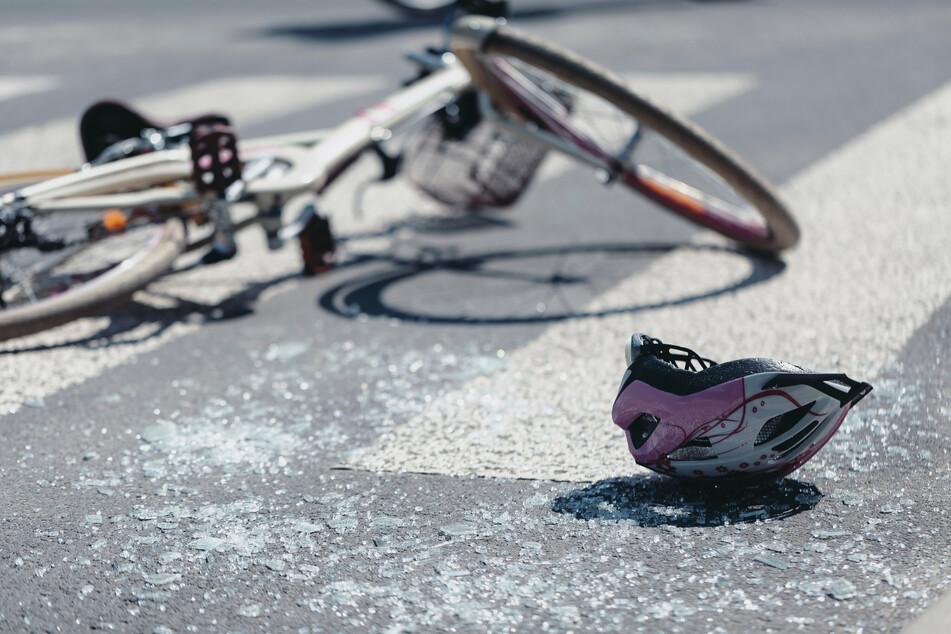 Das Neunjährige war vor vier Jahren mit dem Rad auf dem Weg zur Schule gewesen, als sie an einer Kreuzung in Düsseldorf vom Auto der Lehrerin (61) überrollt wurde. (Symbolbild)