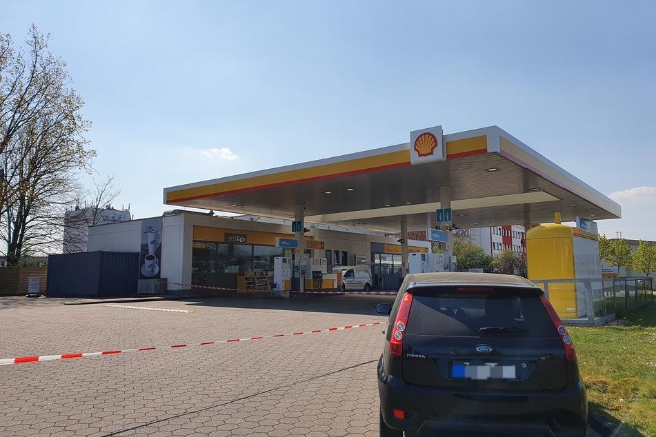 Diese Tankstelle in Köln-Ossendorf wurde am Mittwochmorgen überfallen.