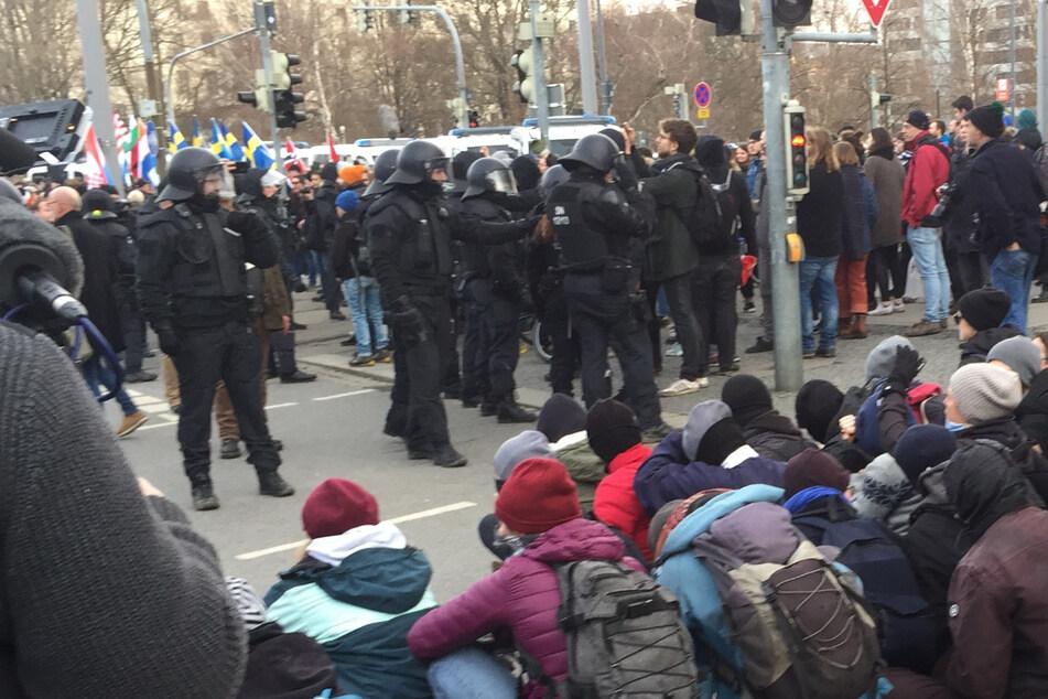 """13. Februar und Corona: Blockade gegen Nazi-Aufmarsch? Widerstand vor allem """"virtuell"""""""