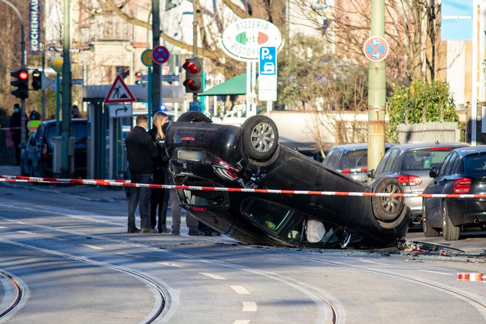 Der Peugeot erfasste zwei Männer (31, 40), die ihren Verletzungen erlegen sind.