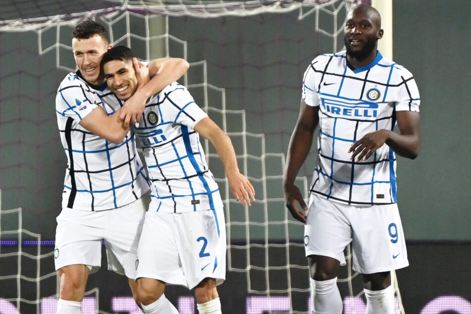 Achraf Hakimi (22, M.) hat allen Grund zur Freude: Der frühere BVB-Spieler hat sich mit Inter Mailand zum italienischen Meister gekrönt!