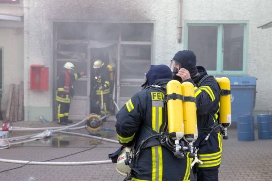 Brand in Lackiererei! Mitarbeiter verletzt