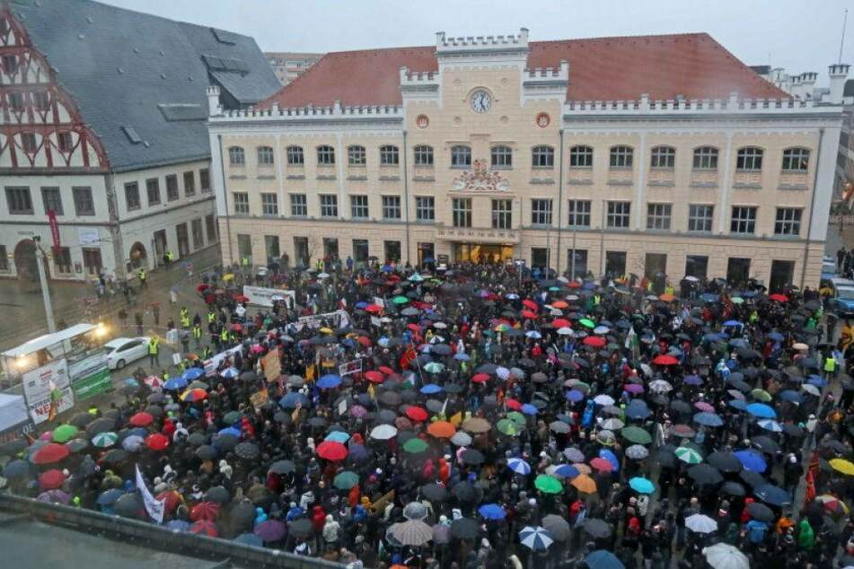3000 Menschen demonstrieren gegen Asylpolitik