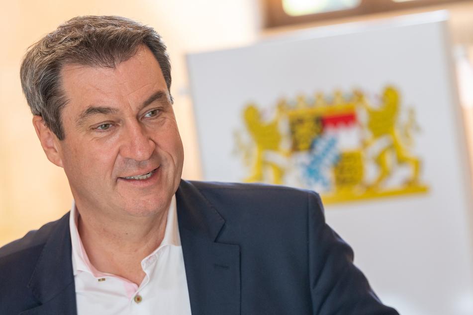 Markus Söder (CSU), Ministerpräsident von Bayern, sitzt zu Beginn einer Kabinettssitzung an seinem Platz in der Bayerischen Staatskanzlei.