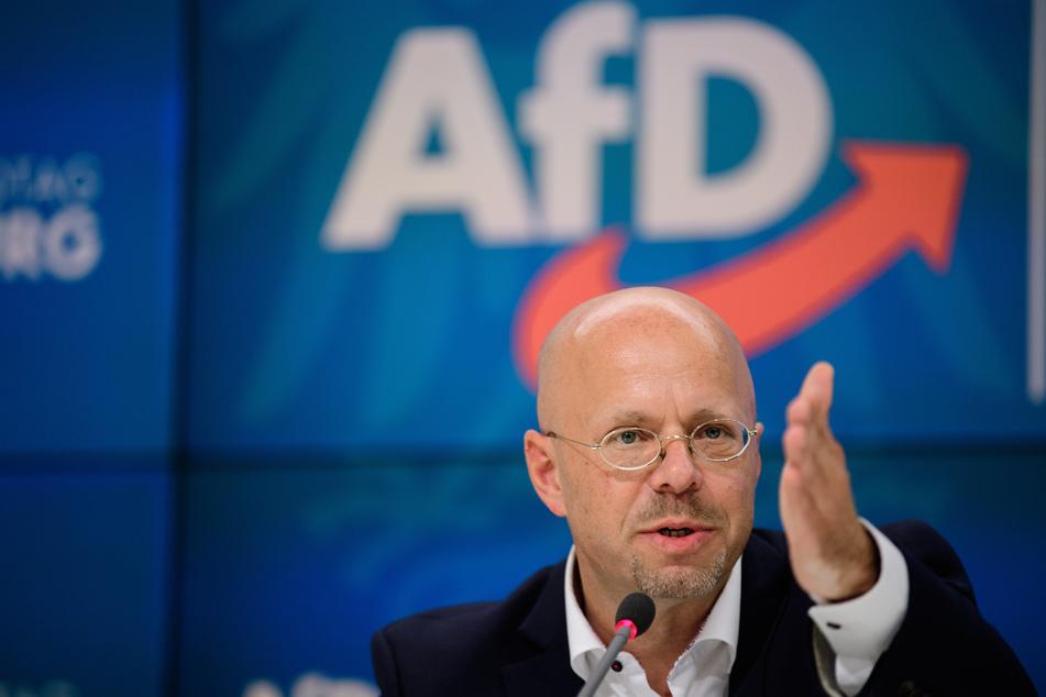 """Dem Verfassungsschutz liegt eine Mitgliederliste der inzwischen verbotenen """"Heimattreuen Deutschen Jugend"""" vor, auf welcher Andreas Kalbitz (47) aufgeführt ist."""