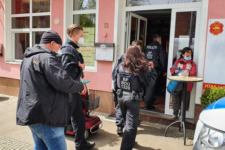Die Bundespolizei durchsuchte die Wohn- und Geschäftsräume eines Verdächtigen.
